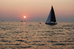 sail_into_the_sun_by_xxkrissyxwhitexx-d2xrrpa